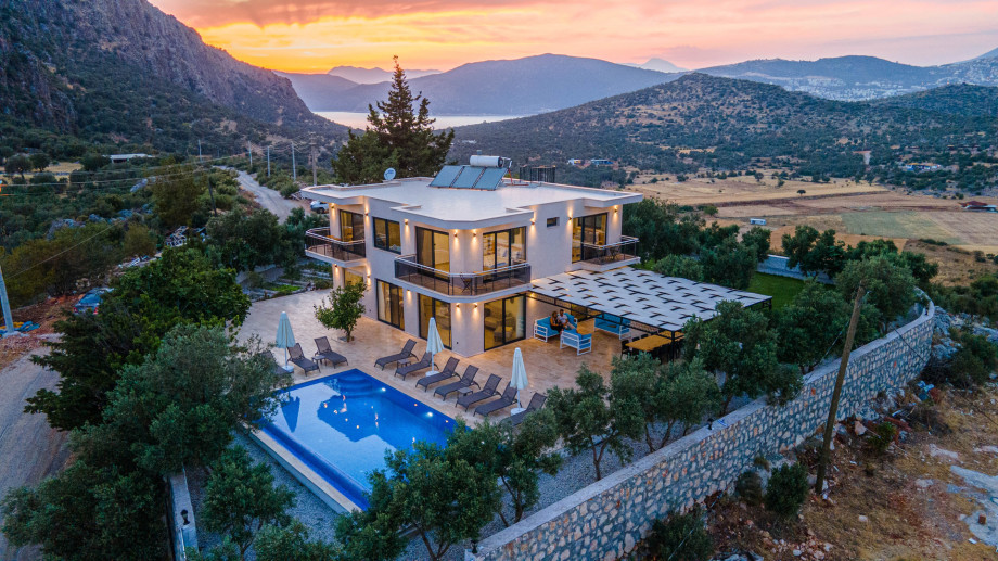 Luxury 5 bedroom villa in Kalkan with pool