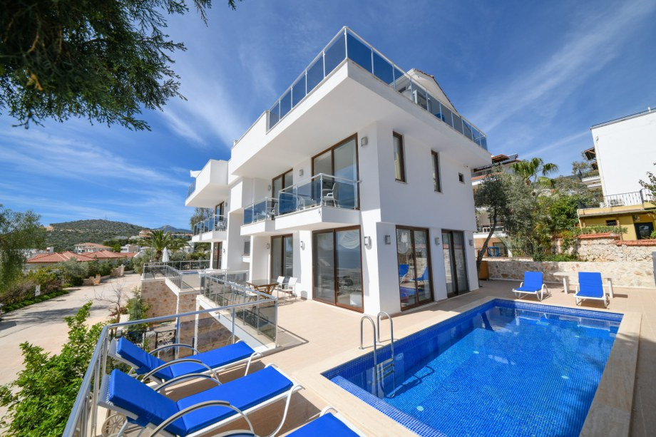 2 and 3 bedroom apartments with own pools in Kalkan