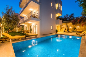 3 apartments in central location near Kalkan town
