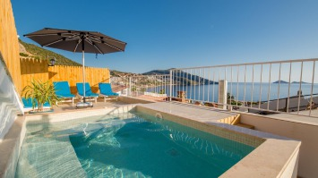 3 bedroom apartment in central Kalkan with own pool